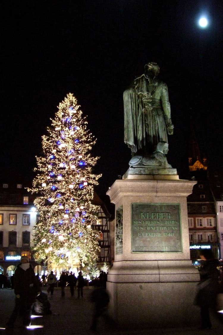 The great Strasbourg fir tree at night in front of General Kléber