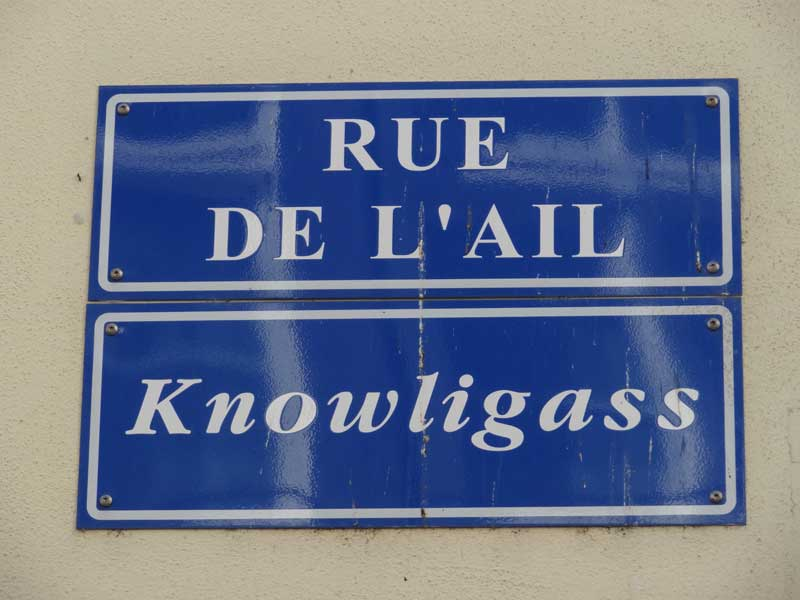 """Sign for """"rue de l'Ail"""" or """"Knowligass"""""""