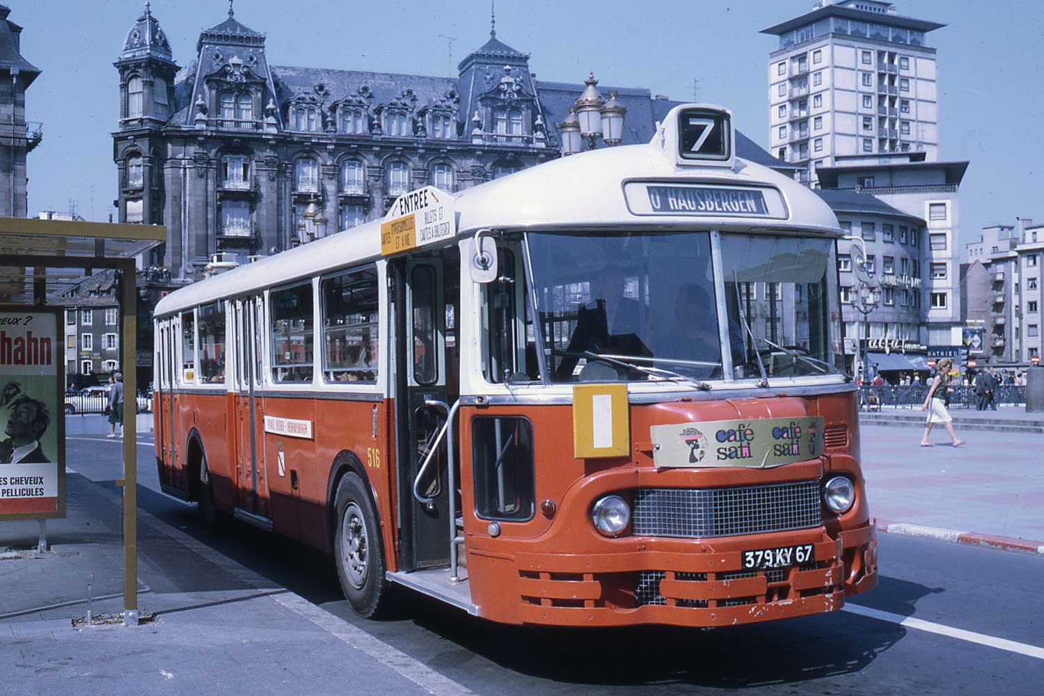 The Valentin Sorg Tower behind a bus on Place Kléber in the 1960s