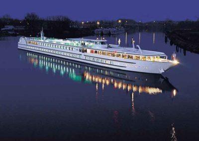 Visite guidée pour professionnel - Un bateau de Croisieurope en croisière sur le Rhin à Strasbourg