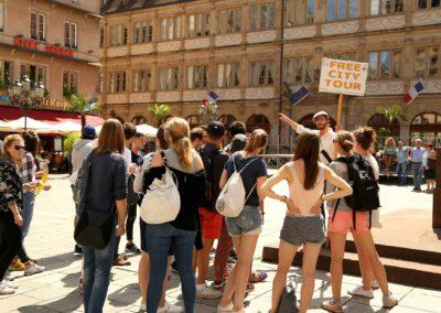 Leo en visite guidée sur la place Gutenberg