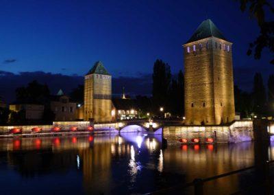 Les Ponts Couverts et les tours de fortifications de Strasbourg de nuit
