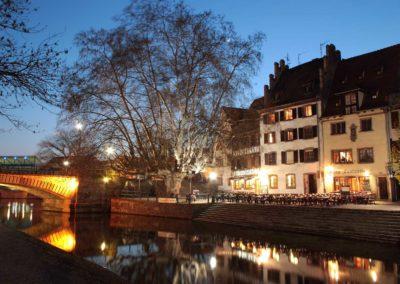 Le quai de la Bruche à Strasbourg au crépuscule