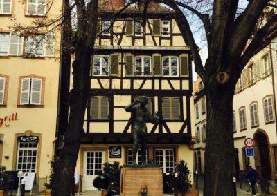 Statue du Meiselocker sur la place Saint-Étienne