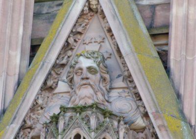 Détail du Verbe Divin sur le gâble central de la cathédrale de Strasbourg