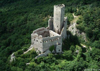 Vue sur le chateau de l'Ortenbourg en Alsace