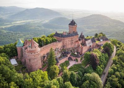 Vue sur le chateau du Haut-Koenigsbourg en Alsace