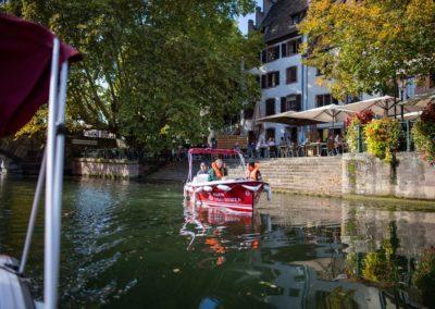Visite guidée en bateau électrique à Strasbourg le long du quai de la Bruche à la Petite France